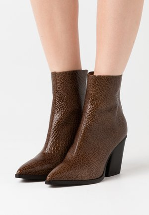 DUPRAT - High heeled ankle boots - marron