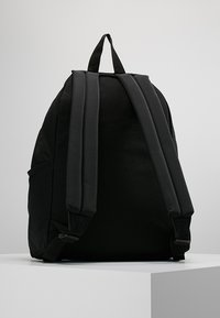 Eastpak - PADDED ZIPPLER - Rucksack - black