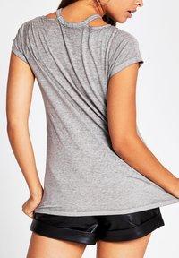 River Island - Print T-shirt - grey - 2