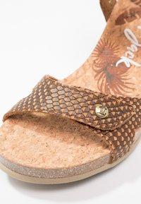 Panama Jack - JULIA SNAKE - Sandály na platformě - cognac - 2