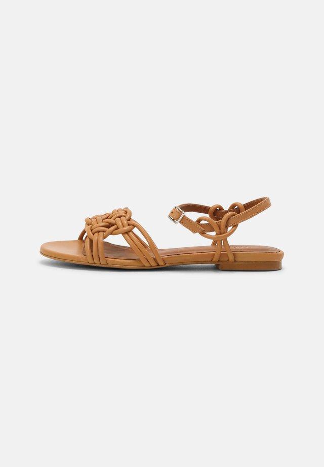 Sandales - seta miel