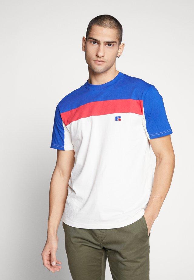 OSCAR - T-shirt med print - soya