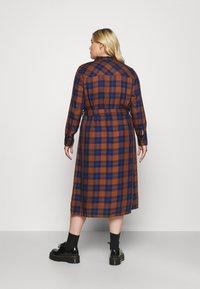 ONLY Carmakoma - CARVIKANA CALF CHECK SHIRT DRESS - Day dress - brown/blue - 2