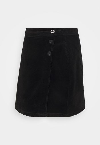 WRAP BUTTON SKIRT