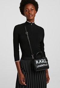 KARL LAGERFELD - Torba na ramię - black/ white - 0