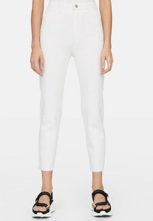 MOM-FIT - Slim fit jeans - white