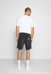 Carhartt WIP - NEWEL MAITLAND - Denim shorts - mid worn wash - 2