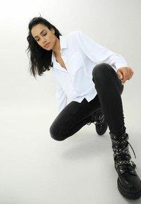 Pimkie - Button-down blouse - weiß - 2