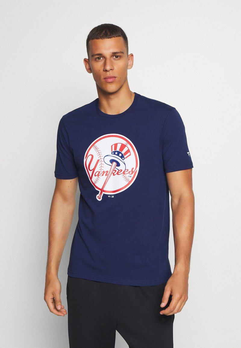 Fanatics - MLB NEW YORK YANKEES ICONIC PRIMARY LOGO GRAPHIC  - T-shirt z nadrukiem - navy