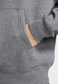 Nike Sportswear - CLUB HOODIE - Hoodie - charcoal heather/anthracite/white - 4