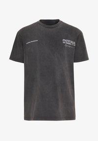 Mennace - UNKNOWN PLANETS TEE - T-shirts print - black - 4