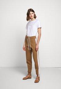 See by Chloé - Teplákové kalhoty - desert beige - 1