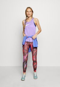 Nike Performance - TANK RUN - Funktionsshirt - light thistle/reflective silver - 1