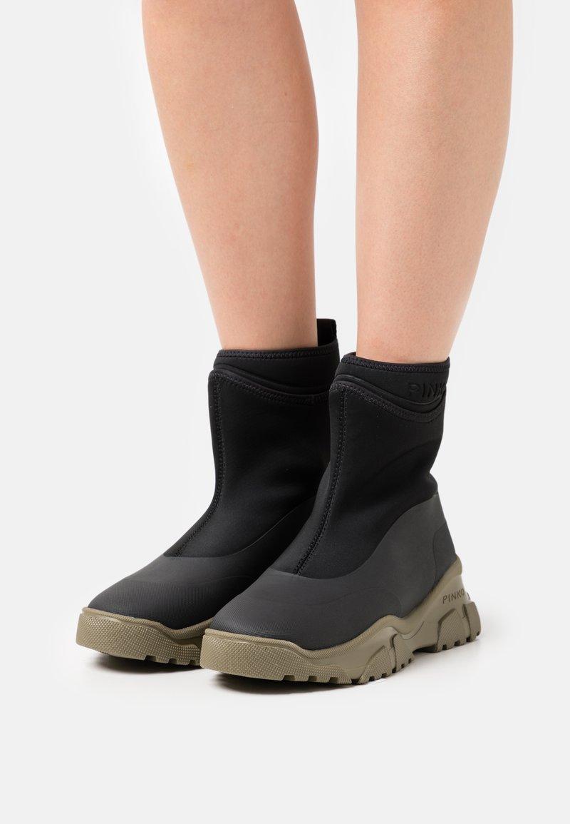 Pinko - MOSS TREK BOOT  - Platform ankle boots - nero/army green