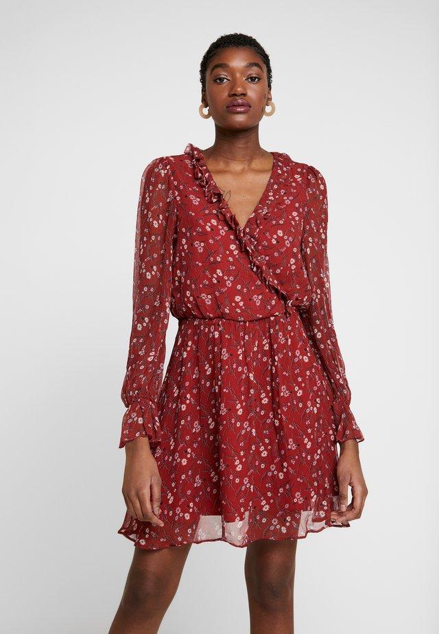 SWEET CAROLINE MINI DRESS - Denní šaty - red
