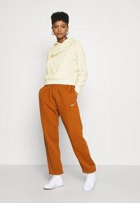 Nike Sportswear - HOODIE - Hoodie - fossil/stone - 1