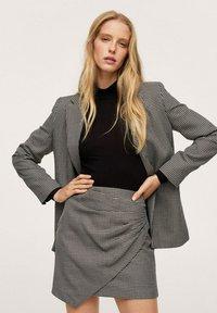 Mango - ADELE - Wrap skirt - schwarz - 0