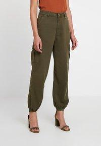 Miss Selfridge - TROUSER - Trousers - khaki - 0