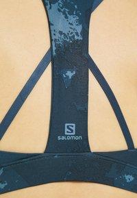 Salomon - COMET BRA - Sujetadores deportivos con sujeción media - dark denim - 4