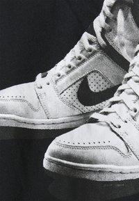 Nike Sportswear - TEE NIKE AIR - Triko spotiskem - black - 2