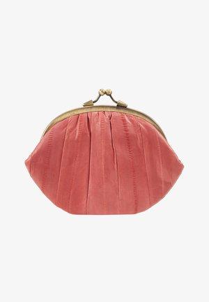 GRANNY - Wallet - cranberry