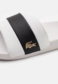 Lacoste - CROCO SLIDE - Slip-ins - white/black - 5