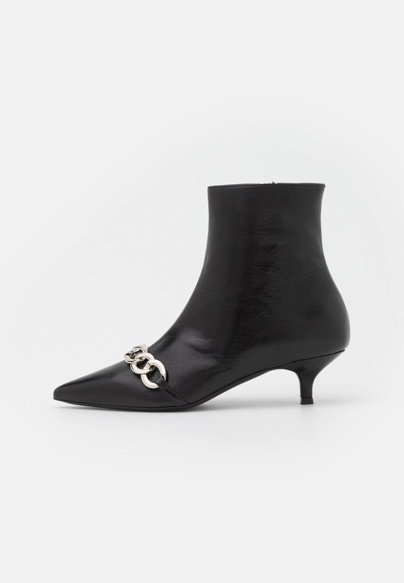 The Kooples - BOOTS GLACE A TALON ET CHAINE - Classic ankle boots - black
