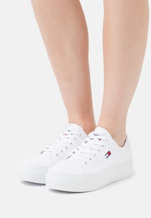 FLATFORM - Sneakersy niskie - white