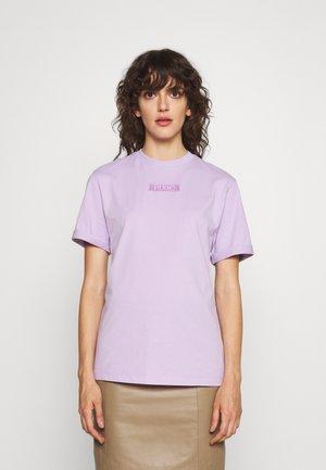 THE GIRLFRIEND - Basic T-shirt - bright purple