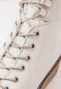 Shoe The Bear - BEX - Enkellaarsjes met plateauzool - white - 5