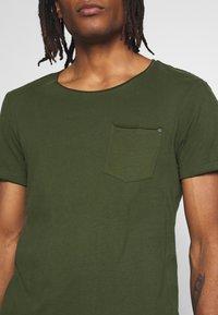 Blend - SLIM  - Basic T-shirt - forest green - 4
