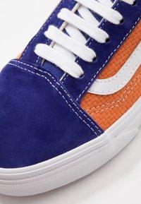 Vans - OLD SKOOL UNISEX - Sneakers - royal blue/apricot buff - 6