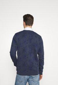 TOM TAILOR DENIM - CREWNECK WITH ALLOVER PRINT - Sweatshirt - navy blue - 2