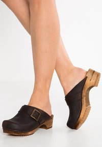 Sanita - URBAN - Clogs - antique brown - 0
