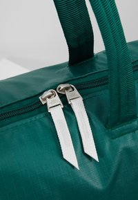 The North Face - STRATOLINE TOTE - Sports bag - night green/tin grey - 8
