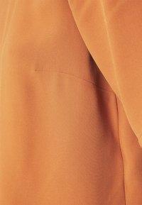 IVY & OAK - TIANA - Basic T-shirt - sienna autumn - 8