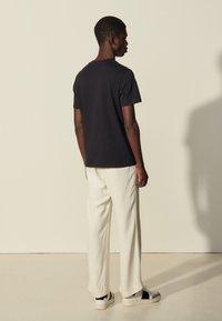 sandro - FLOWER TEE - Print T-shirt - marine - 2