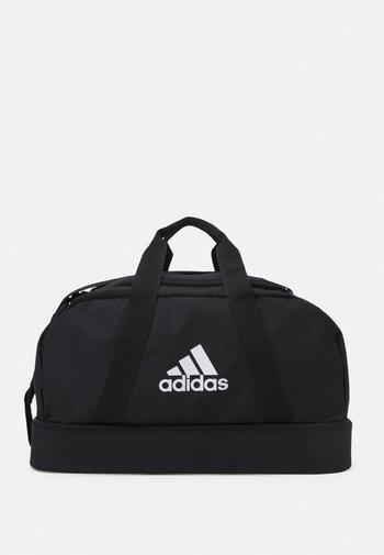 TIRO - Sportovní taška - black/white