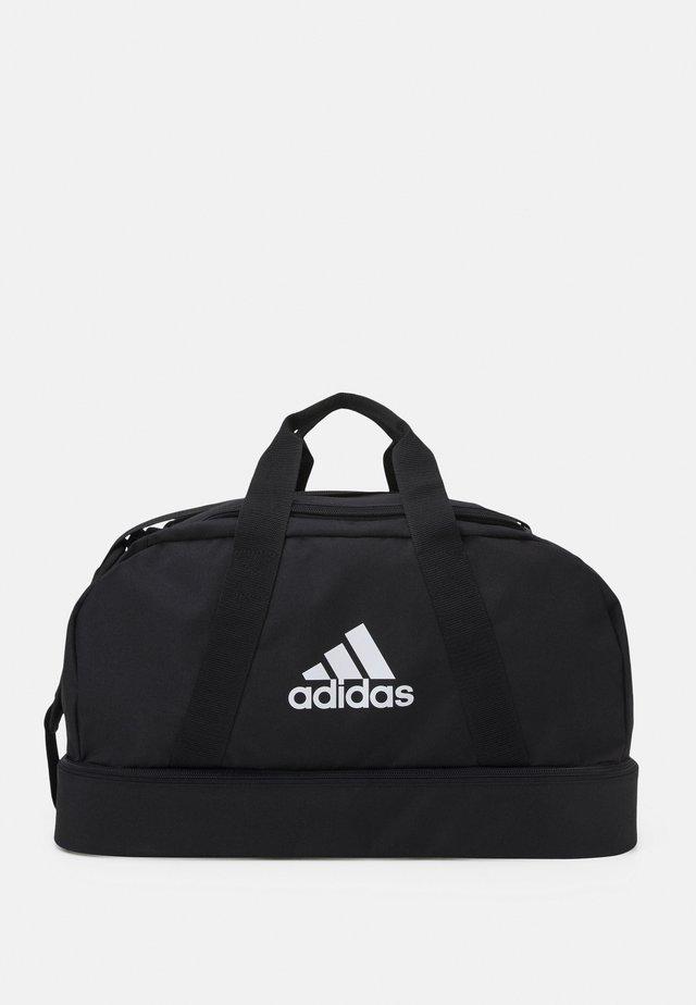 TIRO - Sporttasche - black/white