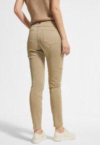 comma casual identity - Pantaloni cargo - sand - 2