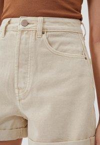 Stradivarius - 01352770 - Shorts - beige - 3