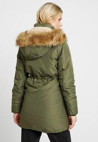 LOVE2WAIT - DOUBLE ZIPPER PADDED PIPING - Płaszcz zimowy - green - 2