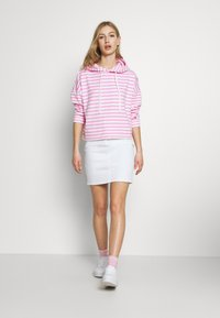 Tommy Jeans - STRIPE HOODIE - Sweat à capuche - pink daisy/white - 1
