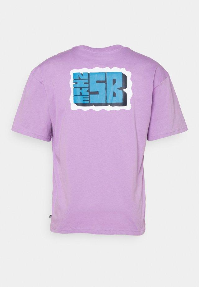TEE STAMP UNISEX - Print T-shirt - violet star