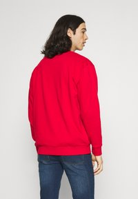Newport Bay Sailing Club - GRAPHIC - Sweatshirt - red - 2
