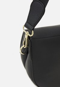 Valentino Bags - BIGS - Across body bag - black - 4