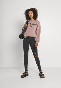 Levi's® - 710 SUPER SKINNY - Jeans Skinny Fit - black - 1
