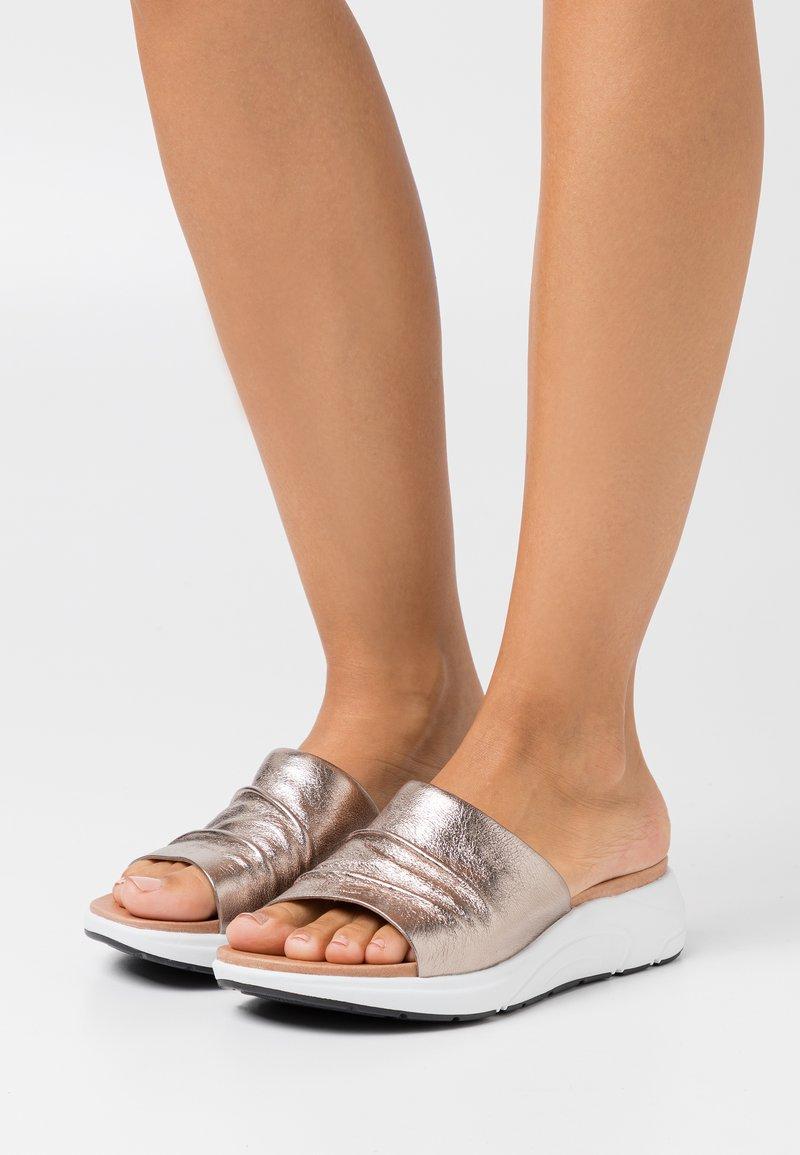 Caprice - Sandalias planas - taupe metallic