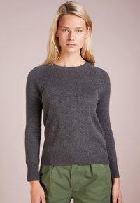 pure cashmere - CLASSIC CREW NECK  - Svetr - graphite - 0