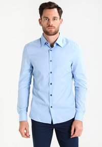Pier One - CONTRAST BUTTON SLIMFIT - Shirt - light blue/blue - 0